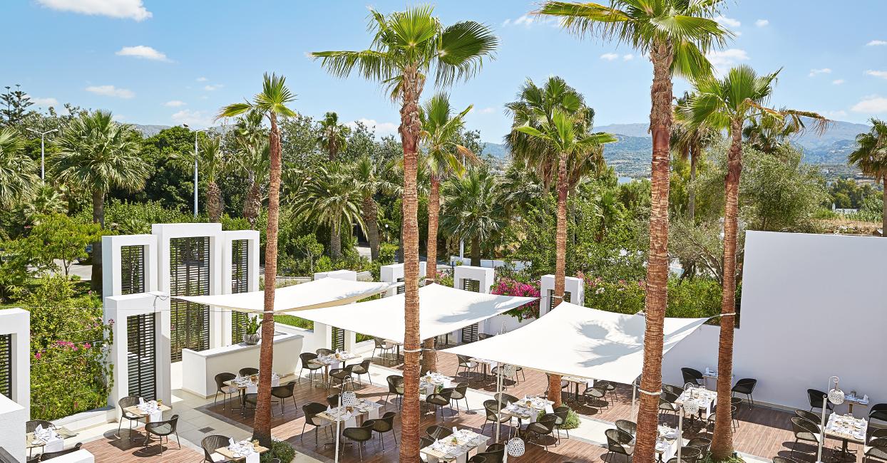 05-labyrinth-restaurant-al-fresco-dining-in-crete-grecotel-creta-palace