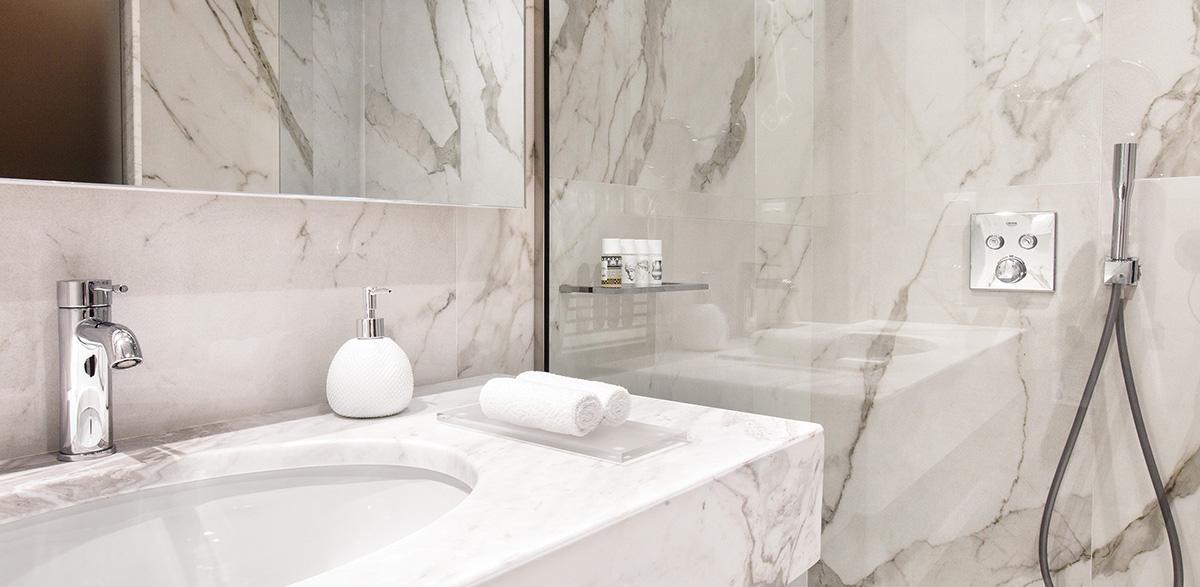 03-bathroom-in-bungalow-garden-area-creta-palace-luxury-living