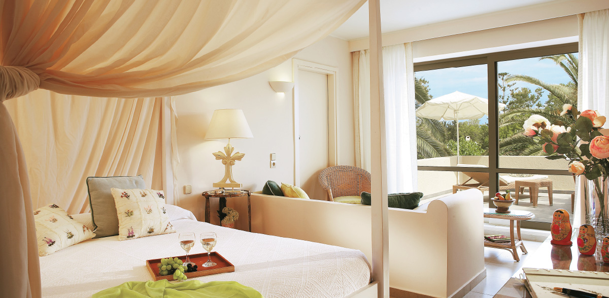 01-deluxe-family-bungalow-creta-palace-grecotel-five-star-holidays