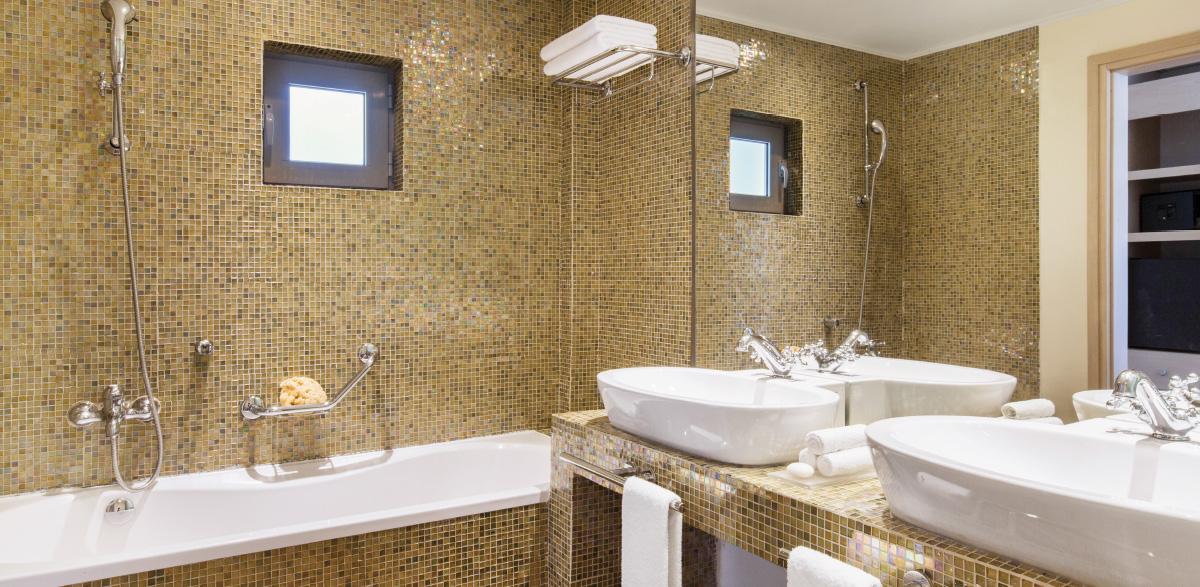 03-deluxe-family-room-luxury-bathroom-creta-palace-holidays-in-greece