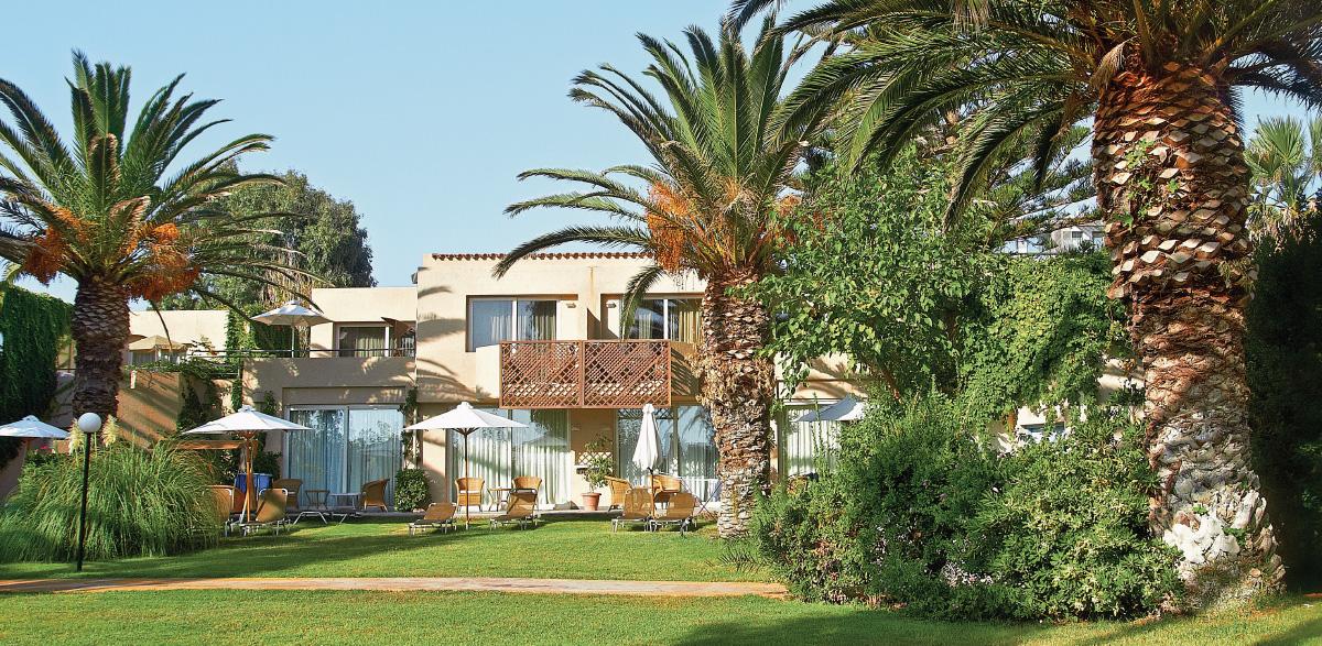 03-maisonette-with-outdoors-furniture-creta-palace-in-crete