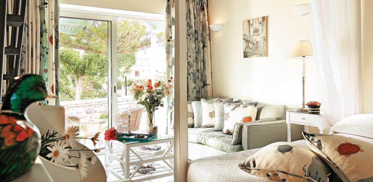 maisonette-lounge-area-creta-palace-resort
