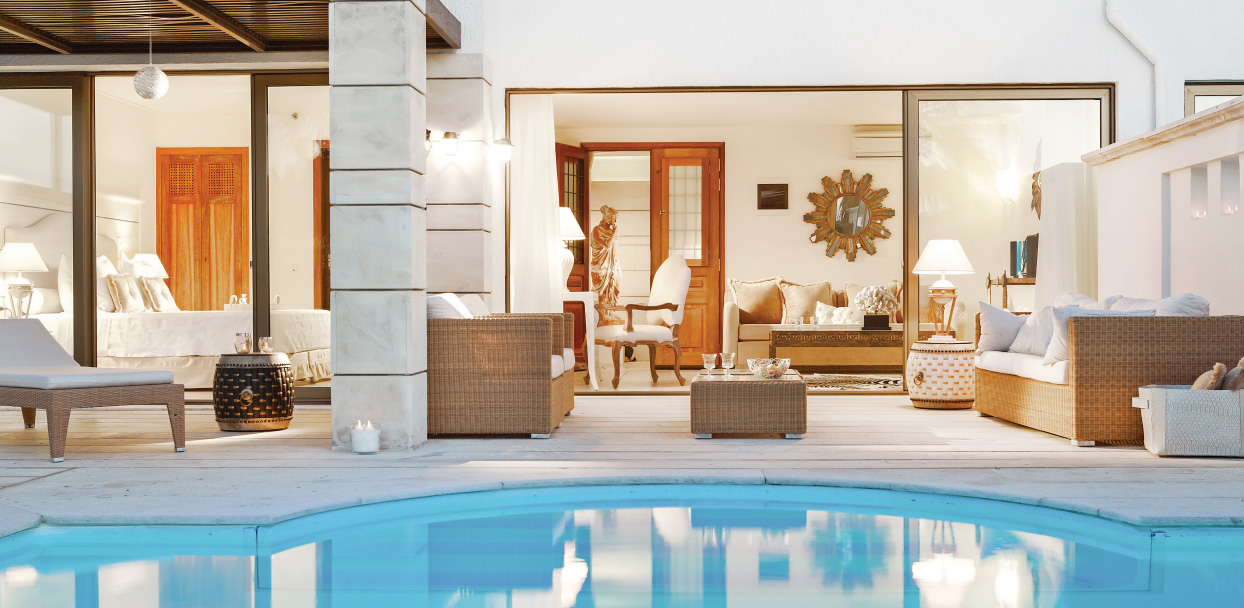 deluxe-one-bedroom-bungalow-suite-private-pool-lounge-outdoors-creta-palace-five-star