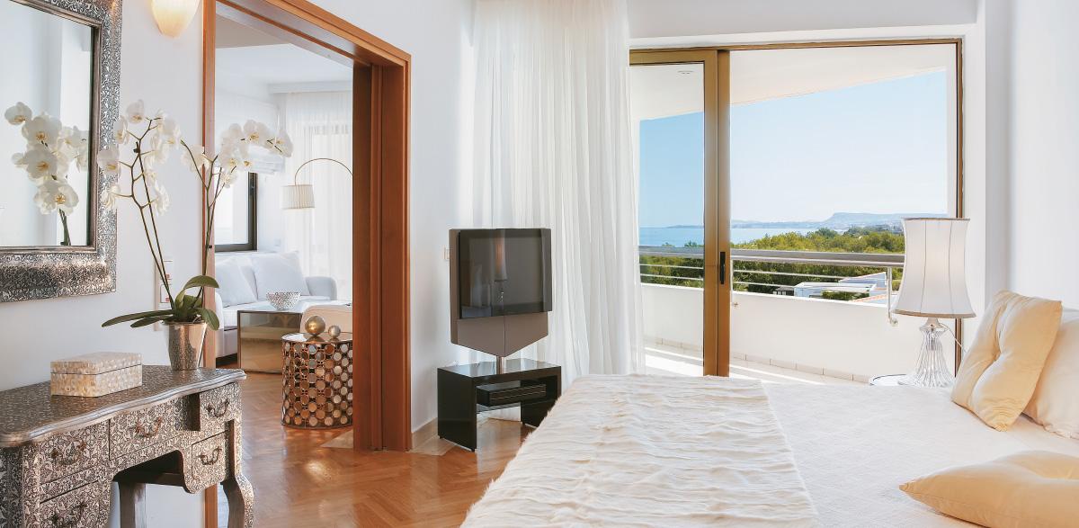 04-palace-luxury-suite-creta-palace-grecotel-panoramic-views