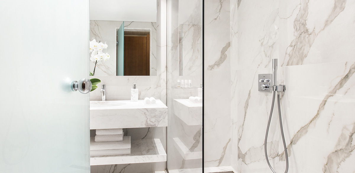 03-bathroom-in-two-bedroom-luxury-bungalow-suite-creta-palace