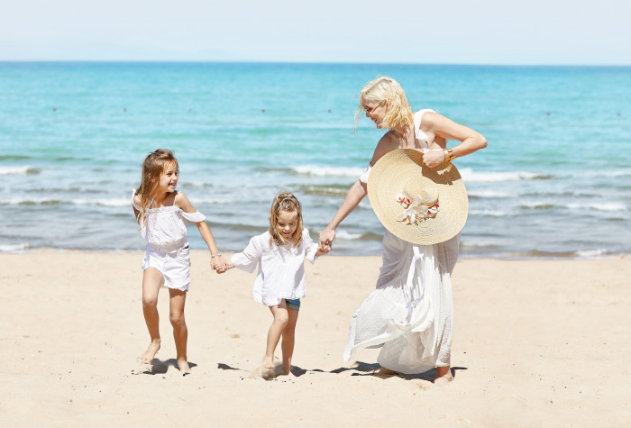 08-kids-and-family-fun-at-the-beach-creta-palace-in-greece
