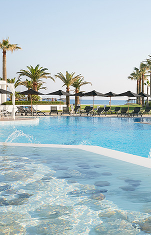 07-main-pool-in-the-grecotel-creta-palace-for-the-perfect-summer-holidays-in-greece