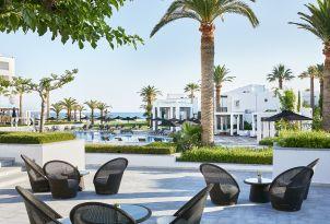08-al-fresco-restaurant-in-grecotel-creta-palace-with-amazing-views-in-greece