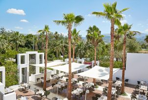 20-labyrinth-atrium-restaurant-with-open-air-veranda-in-grecotel-creta-palace-in-crete