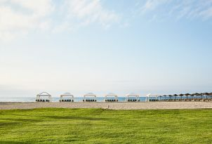 24-grass-and-water-by-the-beach-in-grecotel-creta-palace-in-crete