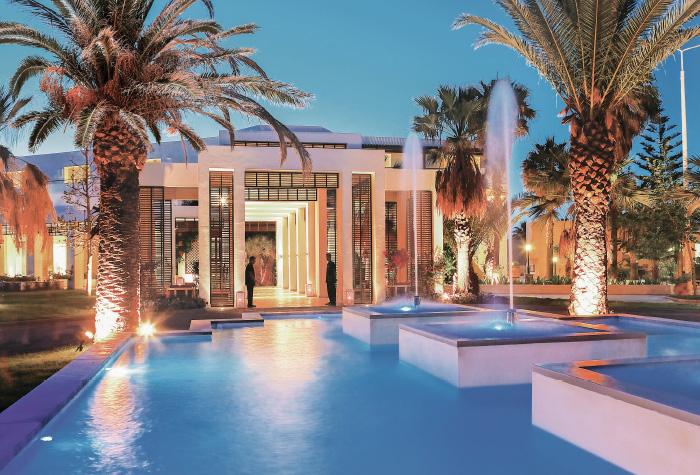 02-creta-palace-entrance-fountains-in-crete