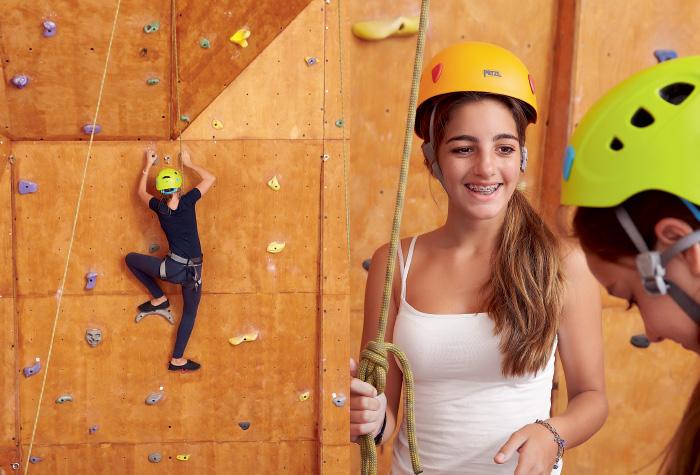 04-kids-activities-adventure-climbing-grecotel-creta-palace-greece